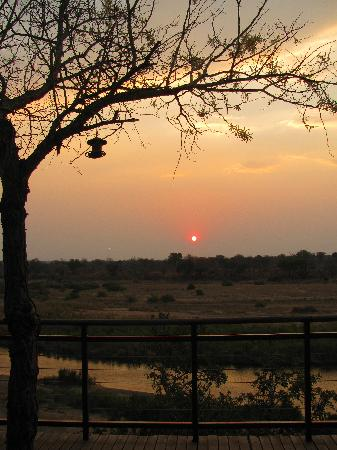 Ngwenya Lodge: sunset