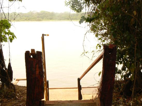 Pantanal Jaguar Camp: Steps leading down to private jetty