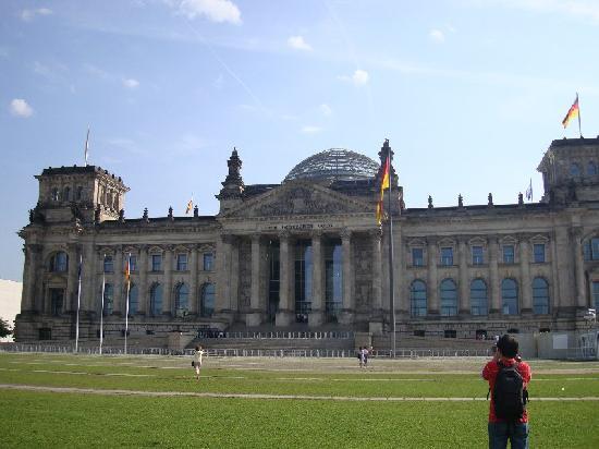 สภาผู้แทนราษฎรเยอรมัน: Reichstag from outside
