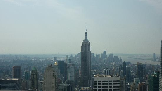 จุดชมวิวท็อปออฟเดอะร็อค: panoramic pic from the third platform