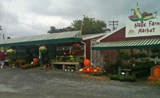 Nalls Farm Market: Late Summer Produce and Great Pies