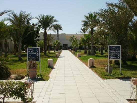 Yadis Djerba Golf Thalasso & Spa : allée