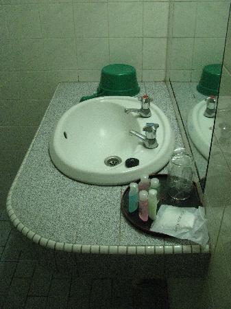 Century Hotel: Sink Area