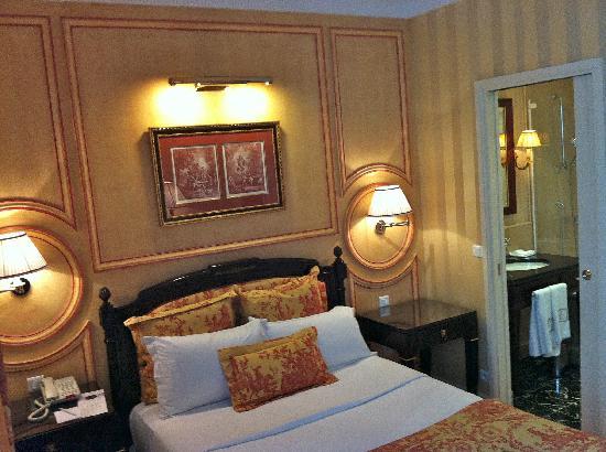 Hotel Francois 1er: Room 305