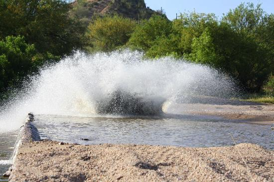 Full Throttle Power Sports Tours: Really fast river crossing!