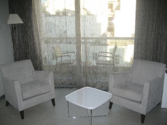 The George Hotel: balcony