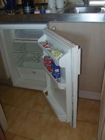 Alcudia Beach Aparthotel: fridge