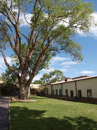 New Mexico History Museum : Patio y edificio del Palacio de los Gobernadores