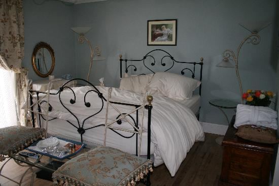 Salem House Bed & Breakfast: refurbished room