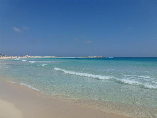 Jaz Almaza Beach Resort: mare..