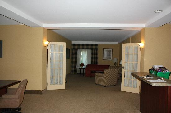Red Lion Hotel Harrisburg Hershey: The Presidential Suite - Living Room