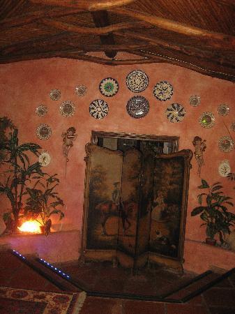 Restaurante La Choza : al pasar por la puerta principal encuentras preciosos detalles por todas partes.
