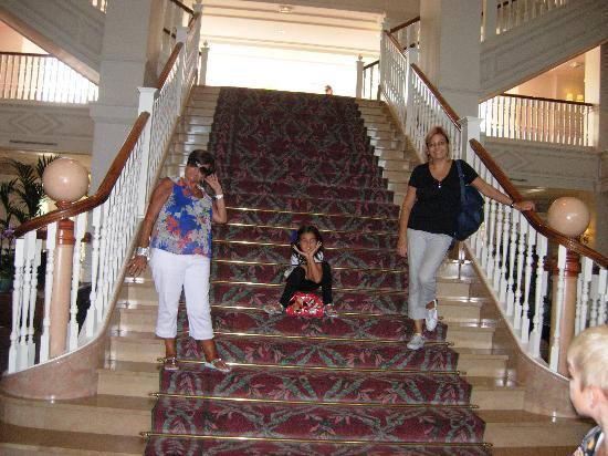 Disneyland Hotel: la scala principale