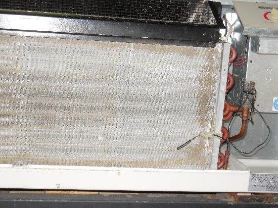 Wyndham Garden Stillwater : Filthy and pretty much non-functioan air conditioner