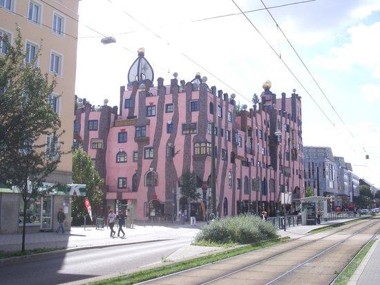 มักเดบูร์ก, เยอรมนี: Hundertwasser's Green Citadelle