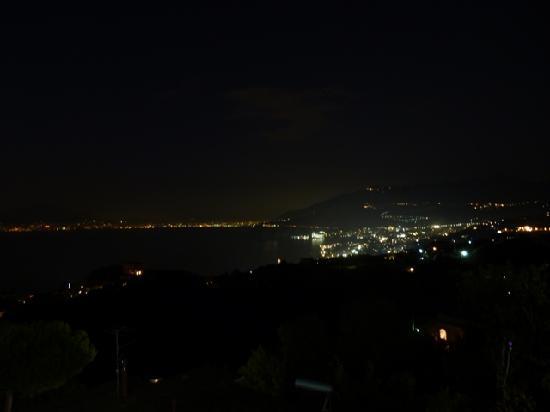 Il Nido Hotel Sorrento: vista de sorrento de noche