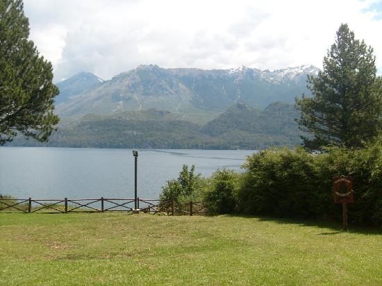 Lago Gutierrez Lodge: Vista desde el parque
