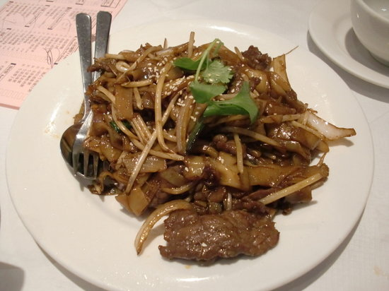 Jade Garden : fried (ho fun) noodles with beef