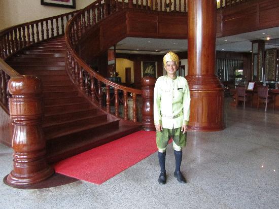 รีสอร์ท&สปาโบเร อังกอร์: The hotel uniform