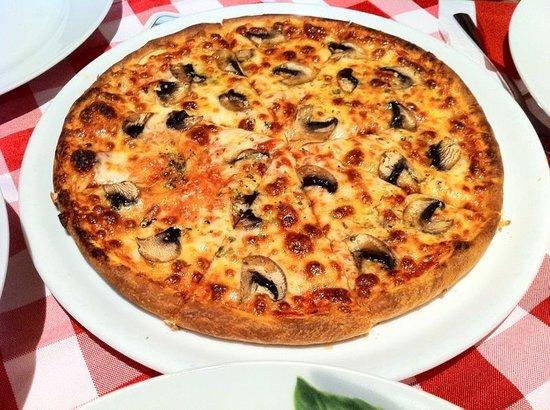 funghi pizza photo de osteria stromboli baden baden tripadvisor. Black Bedroom Furniture Sets. Home Design Ideas