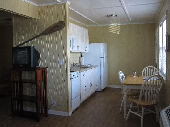The Cottages at Seashell Village: Nice kitchen to cook your catch (or in outside BBQ area)