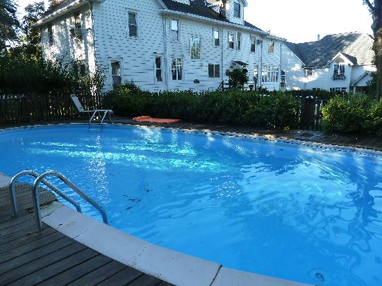Alexander Hamilton House: Large, 9 foot deep pool