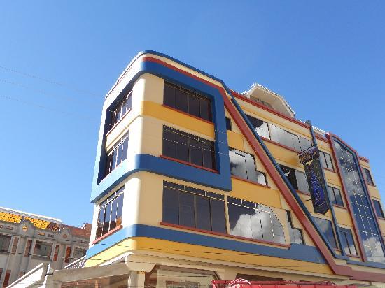 Hotel Paraiso: Vista desde la calle