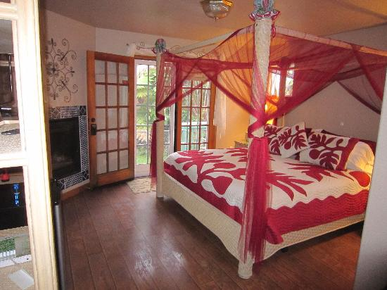 Bamboo Orchid Cottage Bed & Breakfast: Royal Orchid Suite