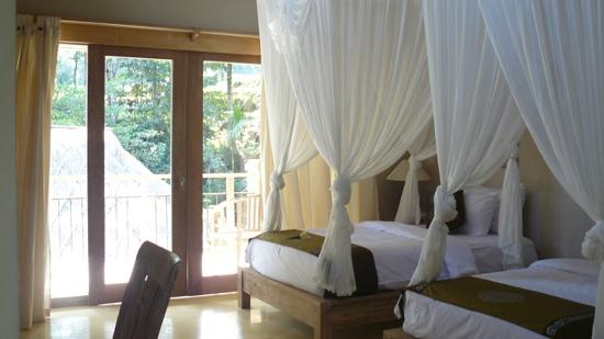 Puri Sunia Resort: room