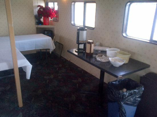 Toronto Harbour Cruises: food table - water driping from the ceiling