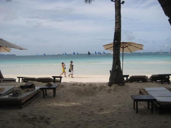Boracay Beach Resort : In front of BBR