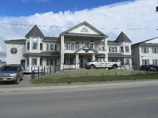 Aurora Inn and Executive Suites: exterior
