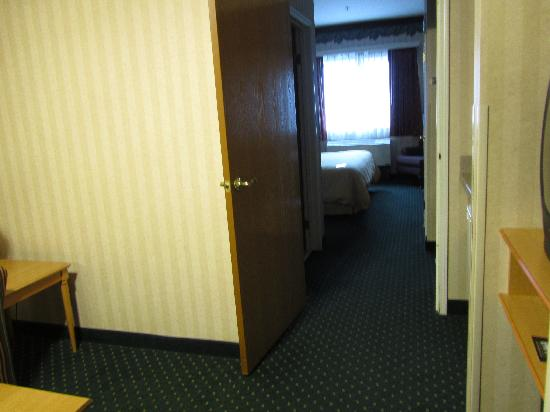 Clarion Suites Downtown: towards bedroom