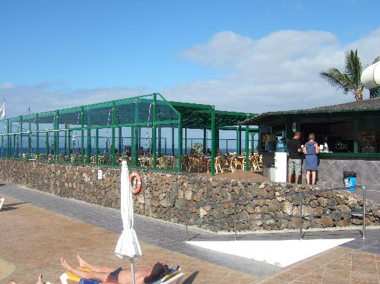 IBEROSTAR Lanzarote Park - TEMPORARILY CLOSED: Main pool bar