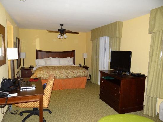 Homewood Suites West Palm Beach: Suite Living Area