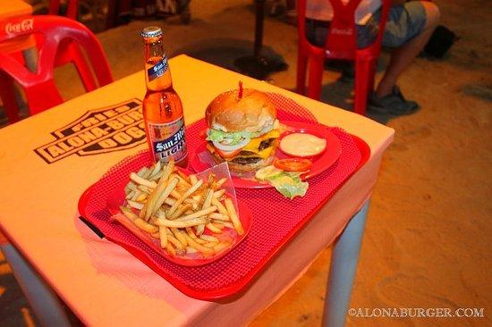 Alona Burger: WOW look at that Burger!