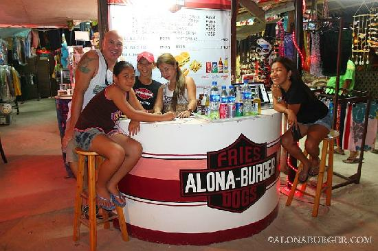 Alona Burger: Friendly Staff!