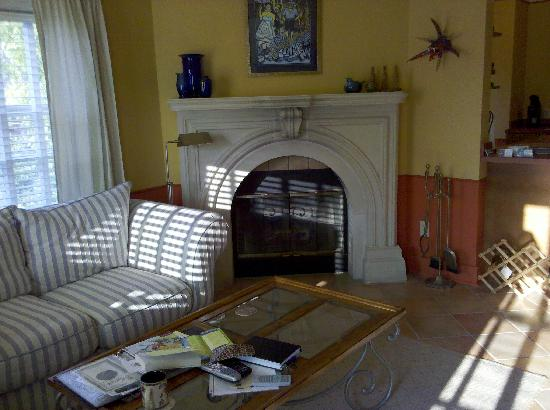 Hidden Garden Cottages & Suites: living room fireplace