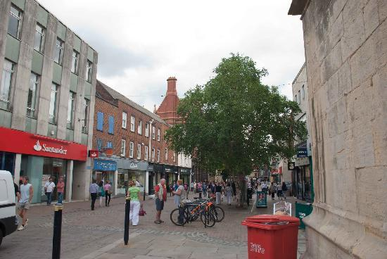 Eastgate Shopping Centre: Colourful and busy