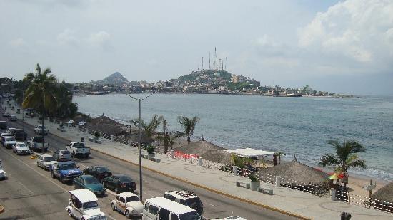 Hotel De Cima: vista del hotel hacia la playa