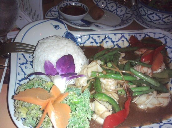 Lanna Thai Restaurant: seafood dish with egg roll