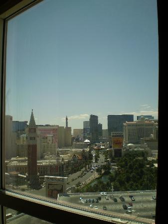 ทีไอ-เทรชเชอร์ ไอส์แลนด์ โฮเต็ล แอนด์ คาสิโน: View of Venetian from our room
