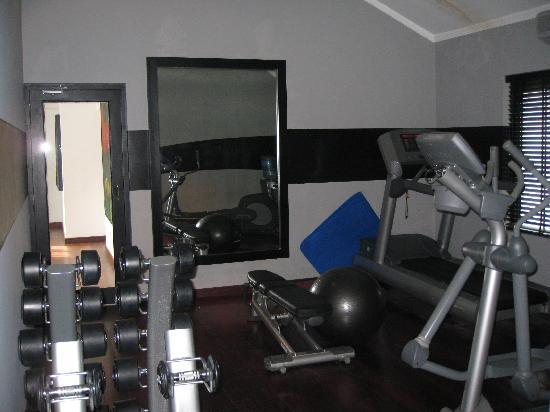 Paradise Road Tintagel Colombo: small gym