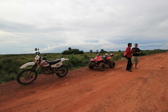 Quad Adventure Cambodia Siem Reap: With our guide - Hong, while waiting for sunset over the padi fields