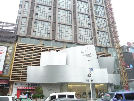 Christian's Hotel: Facade of Hotel with Carrefour on the left.