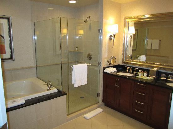Signature at MGM Grand: studio bath luxury