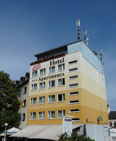 Hotel & Restaurant Pinger: Taken from Platform 1, Remagen Station