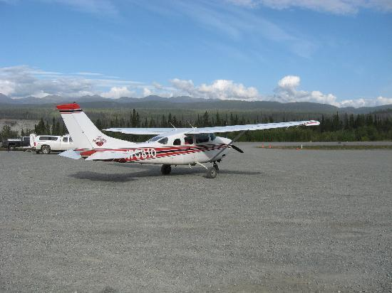 McCarthy Lodge & The Ma Johnson's Hotel: Plane into McCarthy AK