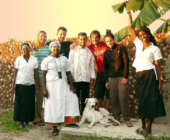 Ibo, Moçambique: Guida & Stephane with the crew and guests