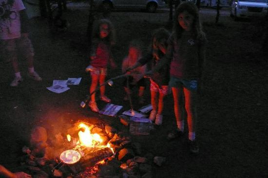 Bryce Canyon RV Park & Campground: autour du feu
